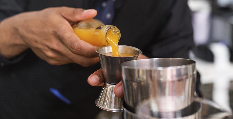 El secreto perfecto de los cócteles de la Taberna de los Gallos de Madrid